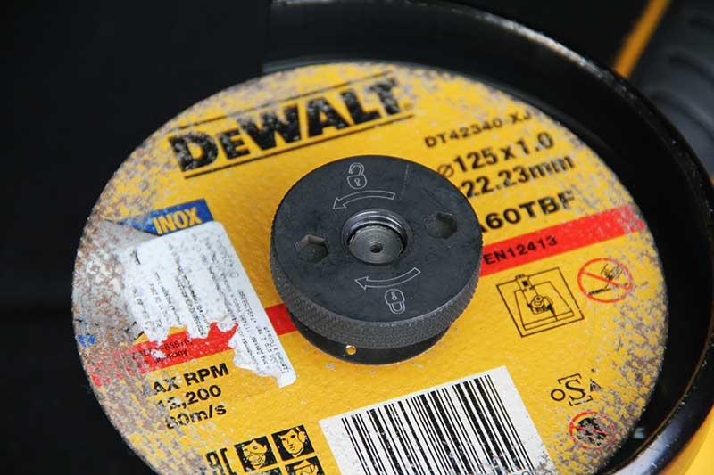 Угловая шлифмашина DeWALT DWE4357